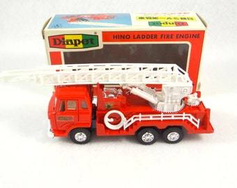 Vintage Die Cast Fire Engine, Yonezawa Diapet Hino Ladder Fire Engine T-87 from Japan