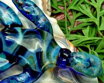 glass turtle pendant, borosilicate. lampwork. glass jewelry handmade. handblown glass jewelry