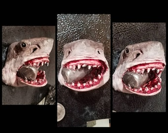 Jaws with tank in mouth magnet