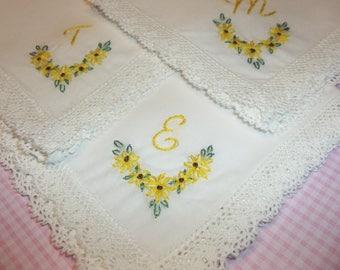 Brautjungfer Taschentuch, Sonnenblume Taschentuch, Hochzeit Taschentuch, von hand bestickt, damit verbundenen Geschenk, Freundgeschenk, rustikale Hochzeiten, Braut Geschenk