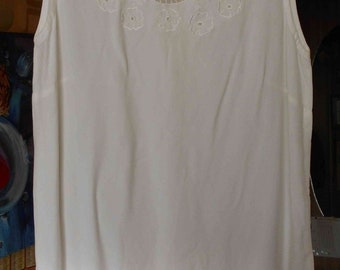 Night short shirt, white with embroidery, T36 (measured 38), Blanche Porte