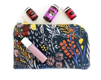 Essential Oil Everyday Plus Bag - 12 compartment essential oil case - Young Living & Doterra - Morning Walk