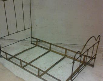 Antique wire bed