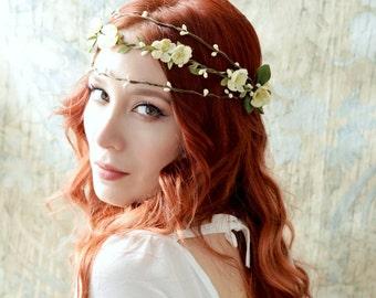 Bridal hair wreath, floral crown, Rustic woodland crown, Ivory flower headpiece, Vintage wedding accessory, Boho wedding, Hair accessories