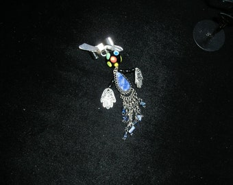 Abstrait BD art doll personnes broche broche avec lapis et à motifs mains etsyBead, OlympiaEtsy, trashionteam, FunkyAlternativeJewelry, GTGEU