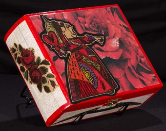 Red Queen, Alice, Off with their head, stash box, jewelry box, art box, handmade, treasure box, upcycle, decoupage, paper, wood