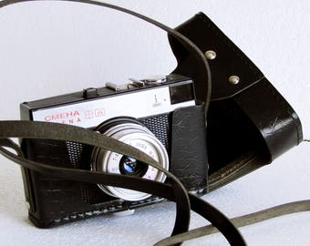 Vintage Soviet Era Compact Camera SMENA 8M Lomography Lomo 35mm, Retro Black Plastic Camera with original case Smena 8M - made in USSR 70s