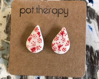 Porcelain teardrop earrings - red detail