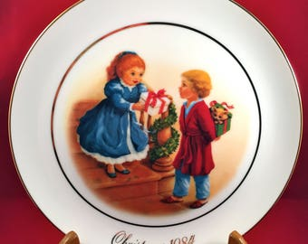 Vintage Avon Collectible Christmas Plate, Celebrating the Joy of Giving, 22k Gold Trim, 1984 Avon Christmas Memories Forth Edition