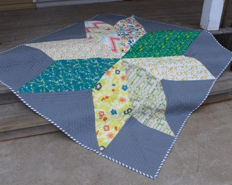 Graphic Modern Giant Star Throw Lap Blanket Quilt Grey Floral