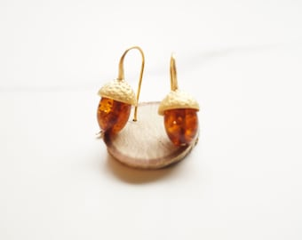 golden acorn earrings with baltic amber