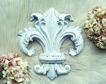S A L E  Fleur De Lis Wall Decor, Rustic Home Decorative Plaque, Painted White Distressed French Decor, Shabby Chic Home Accent