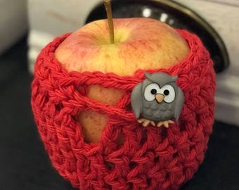 Protects fruit for lunch box