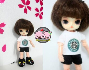 A012 - Felix brownie / pukipuki / Lati white sp / Obitsu 11 cm T-shirt with black shorts.