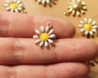 Daisy Charms, Enamel Charms, Flower Charms, Gold Tone Charms, Jewelry Supply, Jewelry Findings, Crafts, Canadian Seller, Ships from Canada