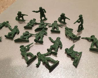 19 Green Plastic Army Military figures men with guns toy