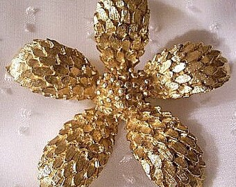 Flower Pin Brooch Gold Tone Vintage Scale Textured Petals Round Center
