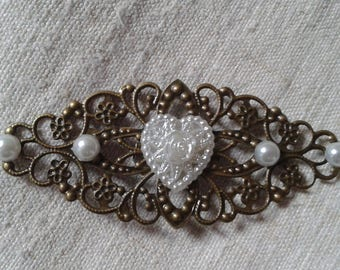"brooch ""white heart"""