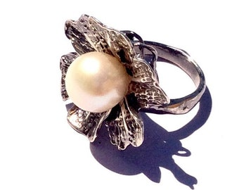 One of a kind 11mm freshwater pearl 925 sterling silver ring.