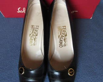 Salvatore Ferragamo Shoes with Button, Ferragamo Black Pumps Size 9, Vintage Salvatore Ferragamo Black Heels with Ferragamo Button