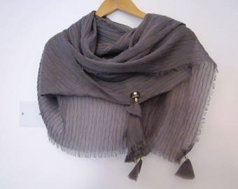 Scarf grey romantic baroque brooch