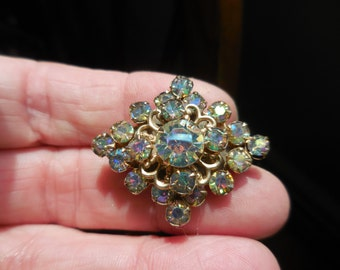 Vintage 1950s to 1960s Diamond Shaped Gold Tone Filigree Iridescent Aurora Borealis Small Pin/Brooch Pronged Rhinestones