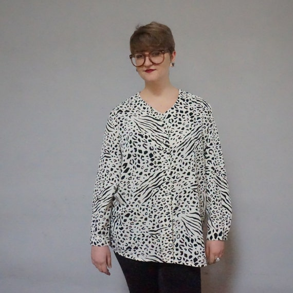 plus size leopard cheetah animal print button up down long sleeve lightweight 90s 1990s club kid cream black exotic print vintage shirt 20