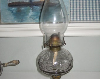 Antike Öllampe klar blass Lavendel Schale mit weißem Milchglas Basis komplett Elegant funktionale