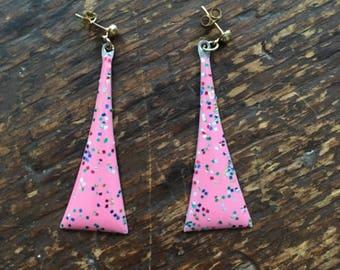 confetti enamel triangle earrings • bubblegum pink •  80s earrings