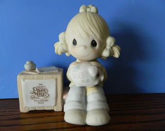"""Precious Moments Collector's Club Girl With Piggy Bank """"1981 Charter Member"""" (C)"""