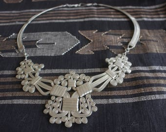 Vintage 70's hand crafted silver metal entertwined designed Bolivian artisan necklace