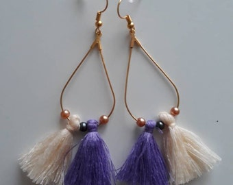 Earrings with purple and beige pompon