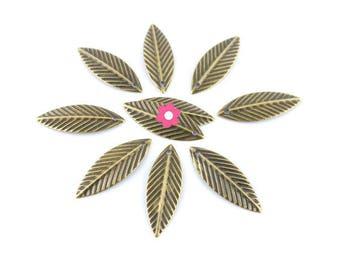 x 20 charm leaf pendant bronze 21x7mm (80 d)