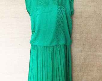 Silk Suzy Cheng, silk knife pleat skirt and easy, loose fit top, emerald green, Vintage 1970s, Large