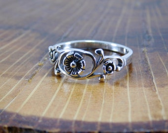 Sterling Silver Flower Ring, Floral Ring, Floral Band.