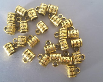 Rounded bails colors gold and engraved characters