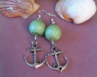 1 pair of dangling earrings, Pearl + charm ink