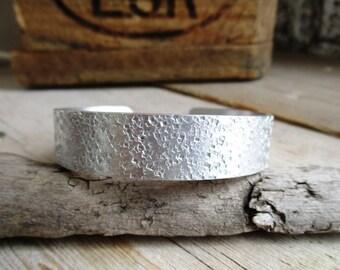 Handmade handmade narrow 1.5 cm wide hammer stroke aluminum bangle bracelet (16.5 cm long: from stock available)