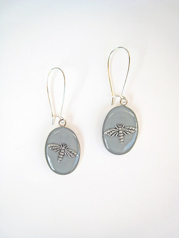 Bee earrings, grey earrings, grey resin earrings, boho chic jewelry, contemporary minimalist, nature animal insect, lightweight earrings