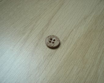 small button 14 mm beige inscription
