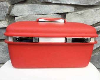 Vintage Samsonite Saturn II - Train Makeup Case - Luggage - Bright Red!