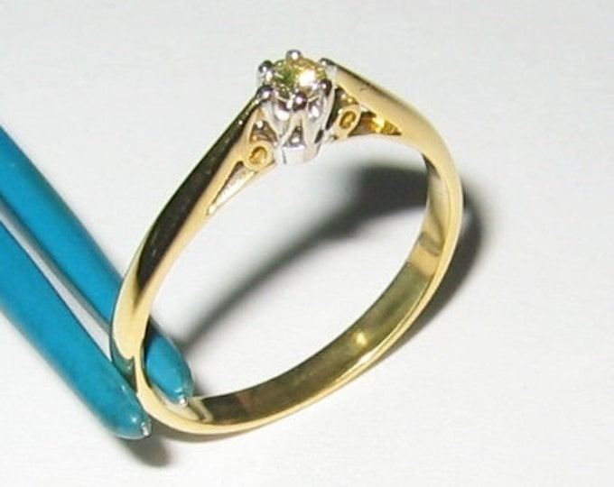 18K Solid Yellow Gold.... Ladies Diamond Solitaire Ring..... Size 6.75...