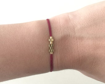 Squares minimalist bracelet with gold color and macrame sliding closure (various colors to choose)