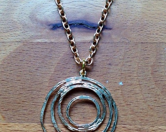Glossy gold textured 4-circle swirl necklace