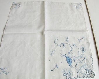 Vintage Hankie, Blue and White Hankie, Madeira Embroidered, Madeira Hankie, Handkerchief, vintage, vintage accessories, Bridal, Shabby Chic
