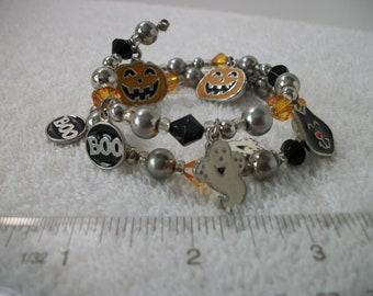 Memory wire Halloween charm and bead bracelet