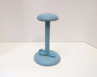 Vintage Light Blue Quilted Hat Stand with Decorative Bow 50s, Hat Display