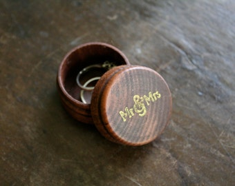 Wedding ring box, wooden ring box, ring bearer accessory, ring warming, rustic round pine ring box, Mr & Mrs design, hand stamped in gold