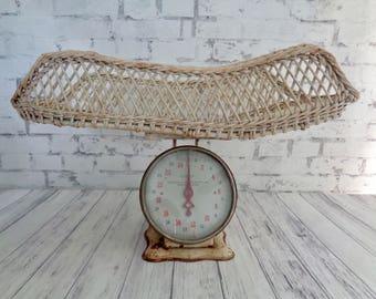 Vintage Wicker Baby Scale, Cream Colored Wicker Basket, Birth Announcement Photo Prop, Vintage Farmhouse Nursery Decor, Wicker Baby Scale