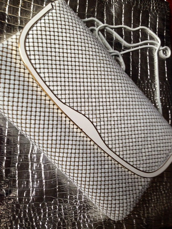 Vintage white metal mesh disco glam evening bag clutch with snake chain 1970's Brooklyn